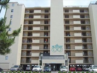 4 bedroom, 3 bathroom, oceanfront condo sleeps 10, North Myrtle Beach