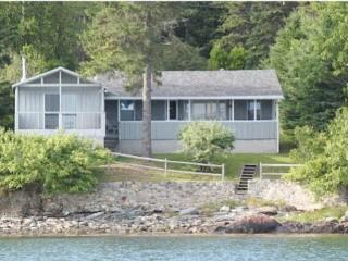 Cozy & Comfortable 3BR Acadia Cottage w/ Beautiful Walking Beach & One of the Best Views in Maine, Hancock