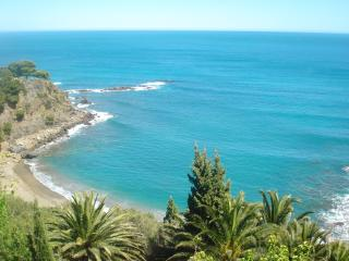 Sea-front villa stunning views