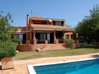Avalon. 3 bed Villa + Pool, Almancil