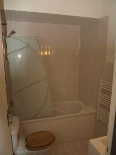 Shower over bath - thermostatic & powerful with 'sail' screen