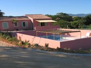 Maison dans le Luberon avec piscine et tennis, Apt