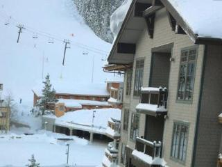 Top Floor Village at Squaw Valley Condo Ski in & out