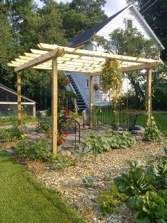 Garden area and entryway....