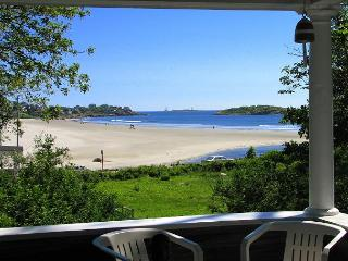 Golden Sands at Good Harbor: Across the street from the beach, Gloucester