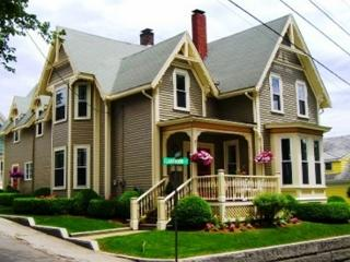 Victorian House: Explore Rocky Neck's art galleries & restaurants
