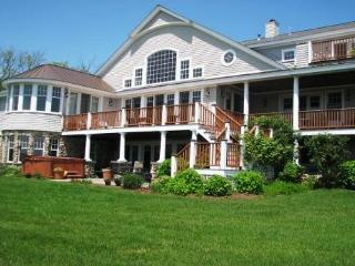 Dale's Cove House: Waterfront and private beach!, Gloucester