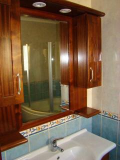 Top Floor: Wash basin