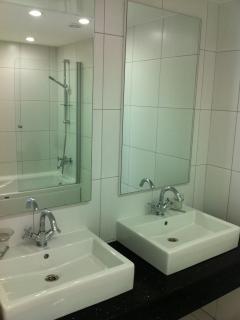 Luxurious en suite bathroom