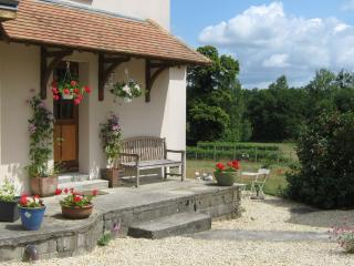 La Cour de Pierres pretty cottage with great views, Saumur