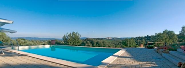 Casa Gelsomino, ground floor, 2 bedrooms, private garden and shared pool