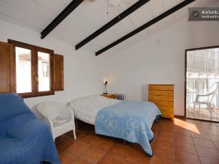 The Ranch Studio - double bed and door to terrace