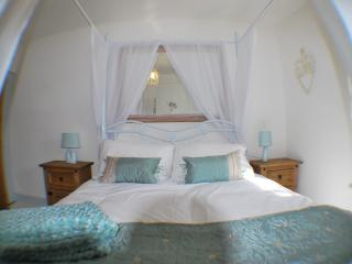 Four poster bedroom