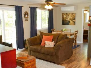 Cozy 2BR Cottage in Historic New Market, Virginia - Your New Favorite Weekend Escape! Includes Wi-Fi!