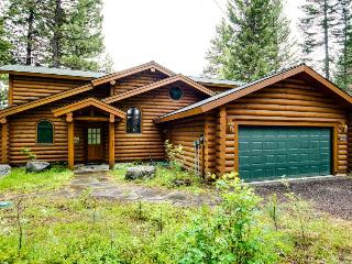 Gorgeous lakefront log cabin with a private dock, McCall