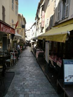 The restaurants of rue du Suquet, just a few steps from the apartment