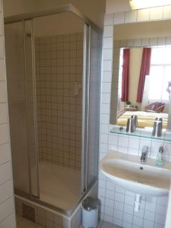ensuite bathroom (shower / WC)