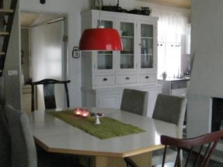 Romantic Little House Close to City Center - 5004, Reykjavik