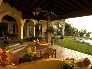 $1740 USD weekly per suite (2 guest) -  Luxury Oceanfront Villa - Quinta Alegria