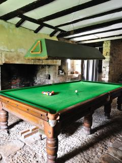 Le Castellou Gite - 12ft snooker and table football