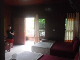Phangan 5 beach bungalows sleeps 15 -3 in each, Ko Phangan