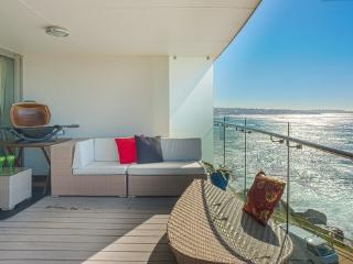Oceanfront Penthouse - Watch whales and dolphins, Coogee