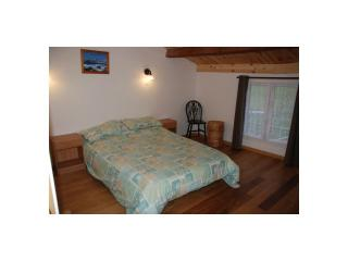 Bedroom also has a single bed