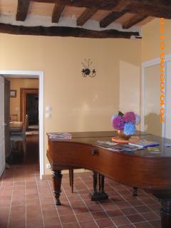 Piano lobby
