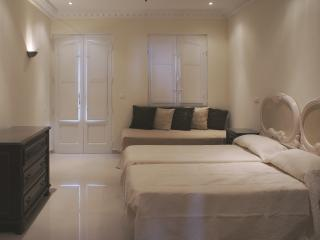 Twin bedroom with spare bed