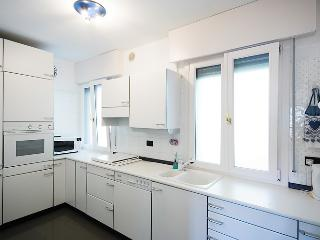 Spotless , fully equipped kitchen