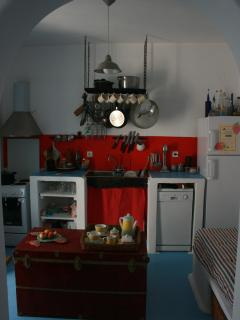 Kitchen and single bed stofa