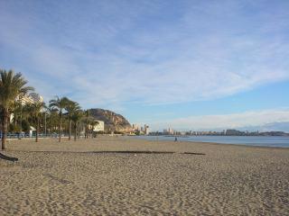 Central apartment POSTIGUET BEACH, RAMBLA,, PIER, Alicante