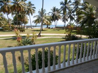 Right. At. The. Beach. 2 BR. Sleeps 6. Pool. A/C.