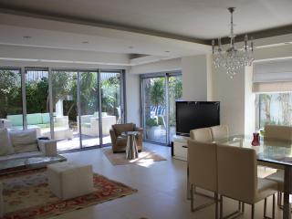 2Bdr in a Villa POOL & HOT TUB, Ramat Hasharon