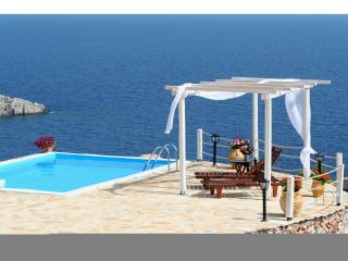 ORFOS VILLAS, Private pool, Sleep 6