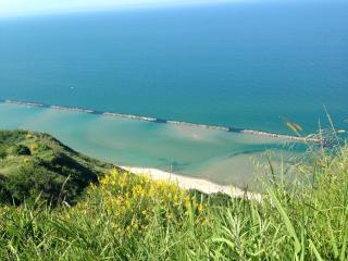 La splendida ed esclusiva spiaggia di Firenzuola di Focara