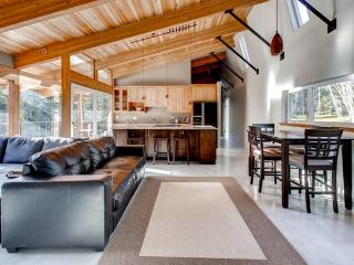 Peaceful 3BR Vancouver Island Home Near the Beach!