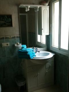 Shower room adjoining second bedroom