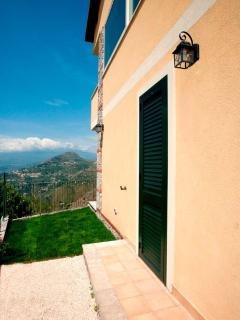 the garden and outside area with Mount Etna view