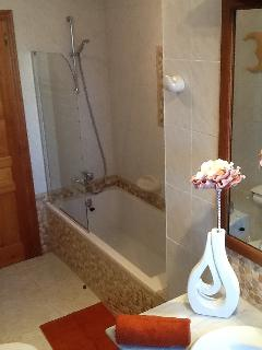 Recently refurbished ground floor family bathroom