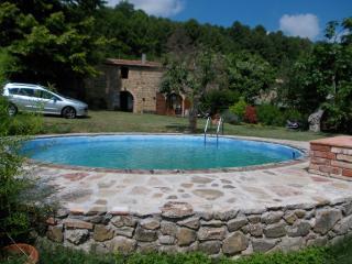 casa julia con giardino e piscina privati, Chianni