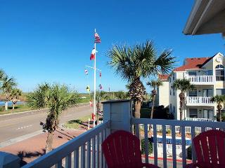 The Tropical Treat is a cozy little condo with a great view of Lake Padre!, Corpus Christi