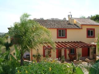 Finca Fenix - secluded retreat close to amenities, Alora