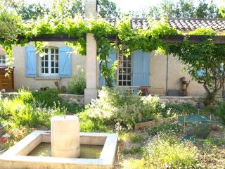 La Petite Maison, Charming Cottage with terrace, Les Milles