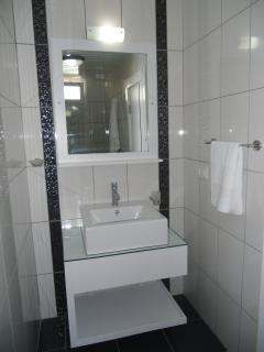 En-suite washbasin