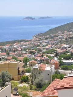 Panoramic sea views from the master bedroom balcony ...... stunning !