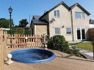 Pengochel Uchaf: Hot Tub & Panoramic Views - 76672, Llanfair Caereinion