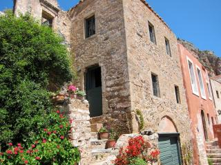 Ta Skalopatia style house, Monemvasia