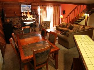 2 bedroom + loft/3, Convienent location in Town, On Shuttle Route, Sleeps 8, Mammoth Lakes