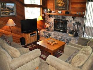 2 Bed + Loft/3 Bath, Golf Course, Shuttle Route, Great Location + Internet, Mammoth Lakes